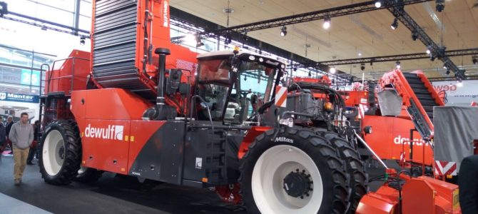 Labi Traktori apmeklē izstādi Agritechnika 2015